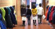 bambini in corridoio con la borsa salva spreco distribuita con la campagna io non spreco
