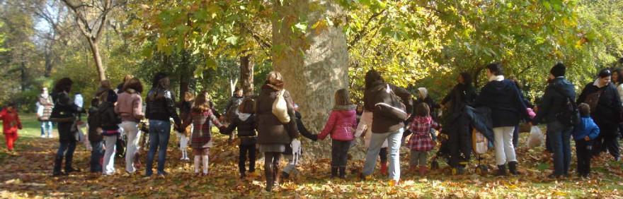 famiglie e bambini al parco per attività di Cosa abbiamo in comune 2020